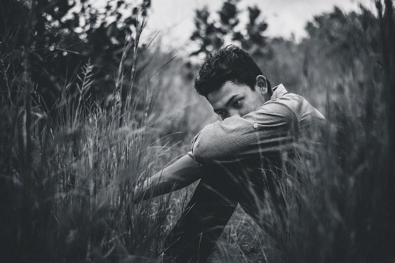 白黒写真に写る男性