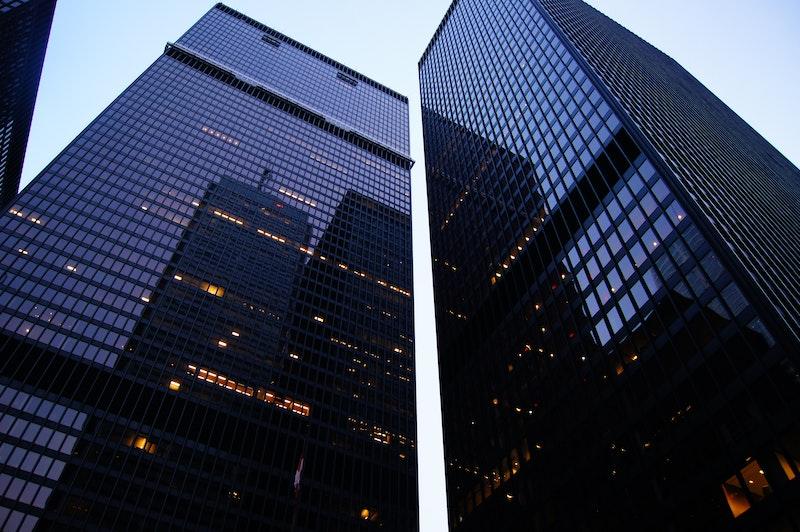 高層ビルが並ぶ